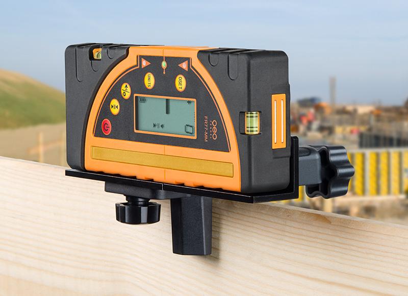 Kombi přijímač FR 77-MM pro lasery s červeným i zeleným paprskem a zobrazením výšky v mm, fotografie 1/4