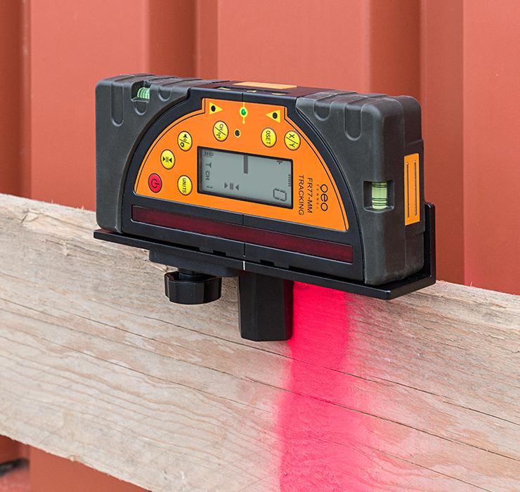 Kombi přijímač FR 77-MM pro lasery s červeným i zeleným paprskem a zobrazením výšky v mm, fotografie 7/4
